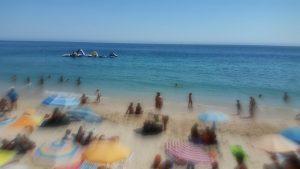 Ser emigrante de férias no meu país…